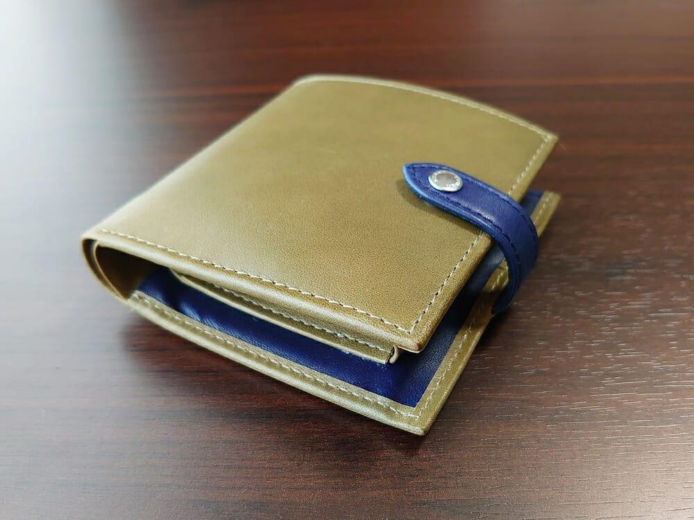 JOGGO(ジョッゴ)ENISHI 2つ折り財布 姫路レザー(グリーン、ブルー)お金とカードを入れた財布の厚み3