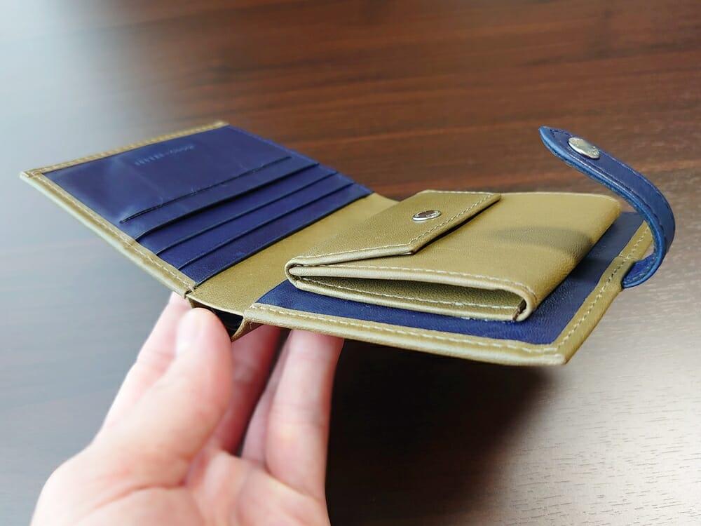 JOGGO(ジョッゴ)ENISHI 2つ折り財布 姫路レザー(グリーン、ブルー)内装 見開き デザイン カラー 斜めから