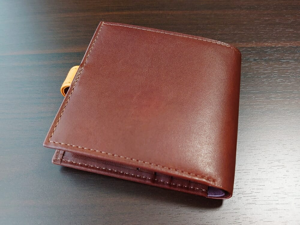 JOGGO(ジョッゴ)ENISHI 2つ折り財布 姫路レザー(ブラウン、オレンジ)財布全体 背面