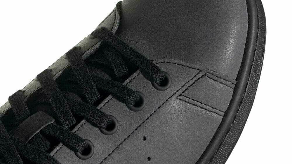 黒スニーカーおすすめを紹介!メンズに人気のブランドから厳選 アイキャッチ