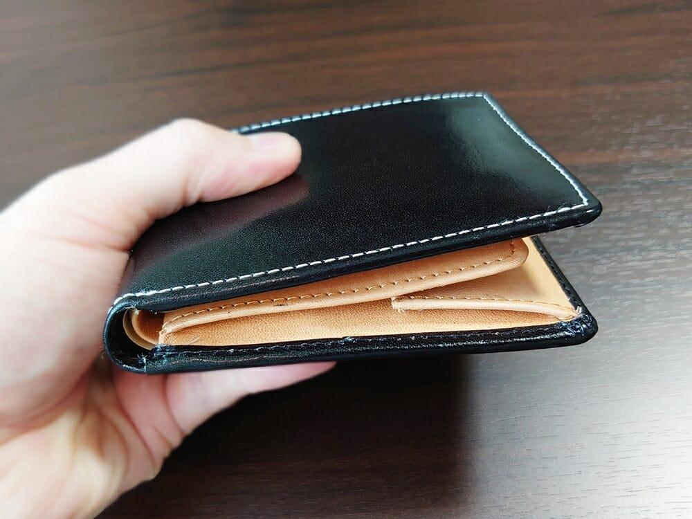 二つ折り財布 st-819 イタリアンレザー(フルグレイン)スキミング防止機能付 MURA(ムラ)中身を入れた財布の厚み 斜め