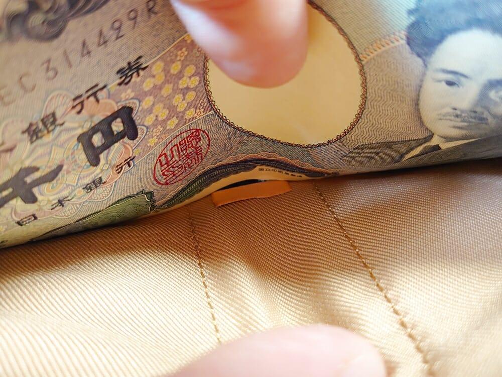 二つ折り財布 st-819 イタリアンレザー(フルグレイン)スキミング防止機能付 MURA(ムラ)札入れ 底の革の折り返し 札が突っかかる1