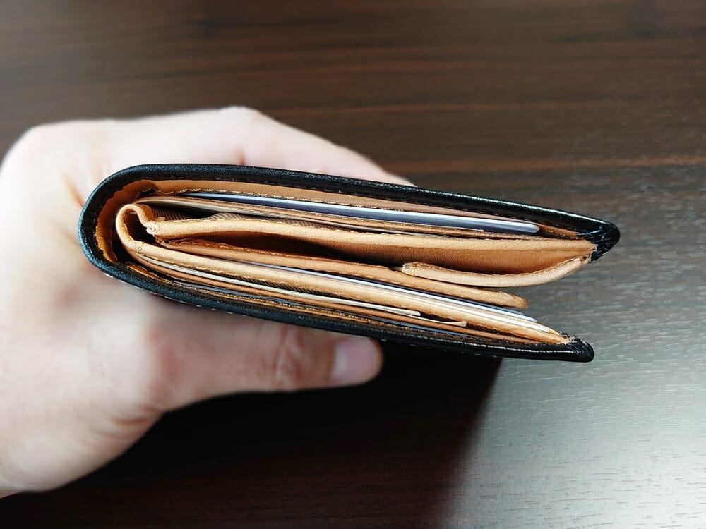 二つ折り財布 st-819 イタリアンレザー(フルグレイン)スキミング防止機能付 MURA(ムラ)中身を入れた財布の厚み 真上
