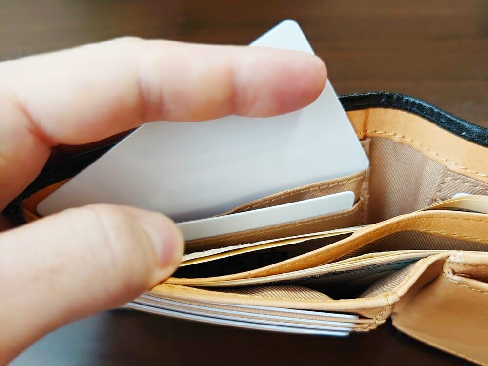 二つ折り財布 st-819 イタリアンレザー(フルグレイン)スキミング防止機能付 MURA(ムラ)札入れのカードポケット 使い心地2