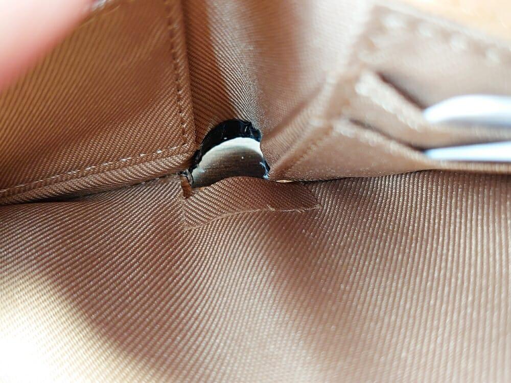 二つ折り財布 st-819 イタリアンレザー(フルグレイン)スキミング防止機能付 MURA(ムラ)札入れ 底の革の折り返し 札が突っかかる2
