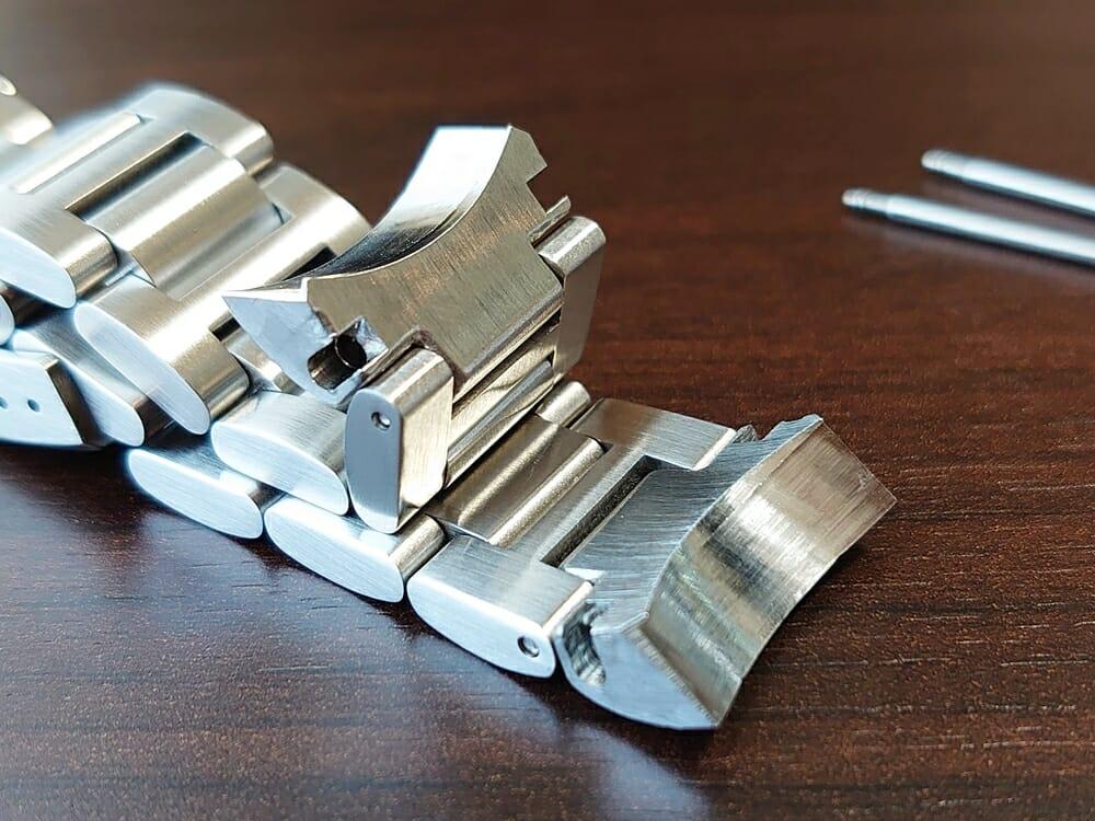 RENAUTUS ルノータス クラシックオートマチック40 ハイエンド機械式モデル メタルブレス イタリアンレザーストラップ ベルト交換 ラグ バネ棒 取り外し 接続面 尖っている