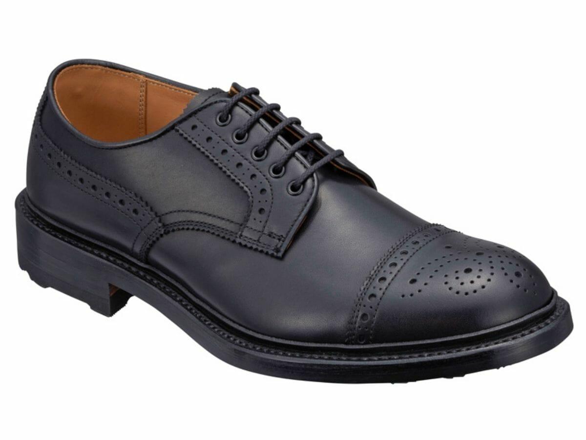 カジュアルコーデに合う革靴 セミブローグ(外羽根)