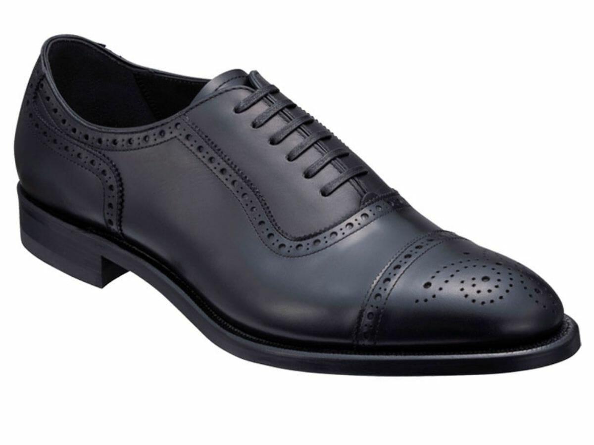 カジュアルコーデに向かない革靴 セミブローグ(内羽根)