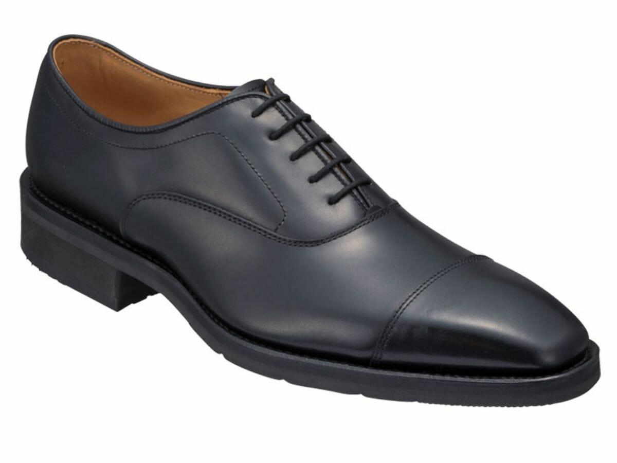 カジュアルコーデに向かない革靴 ストレートチップ(内羽根)