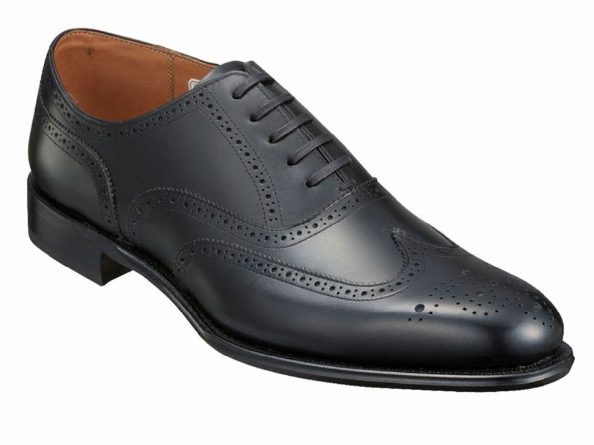 カジュアルコーデに向かない革靴 フルブローグ(内羽根)
