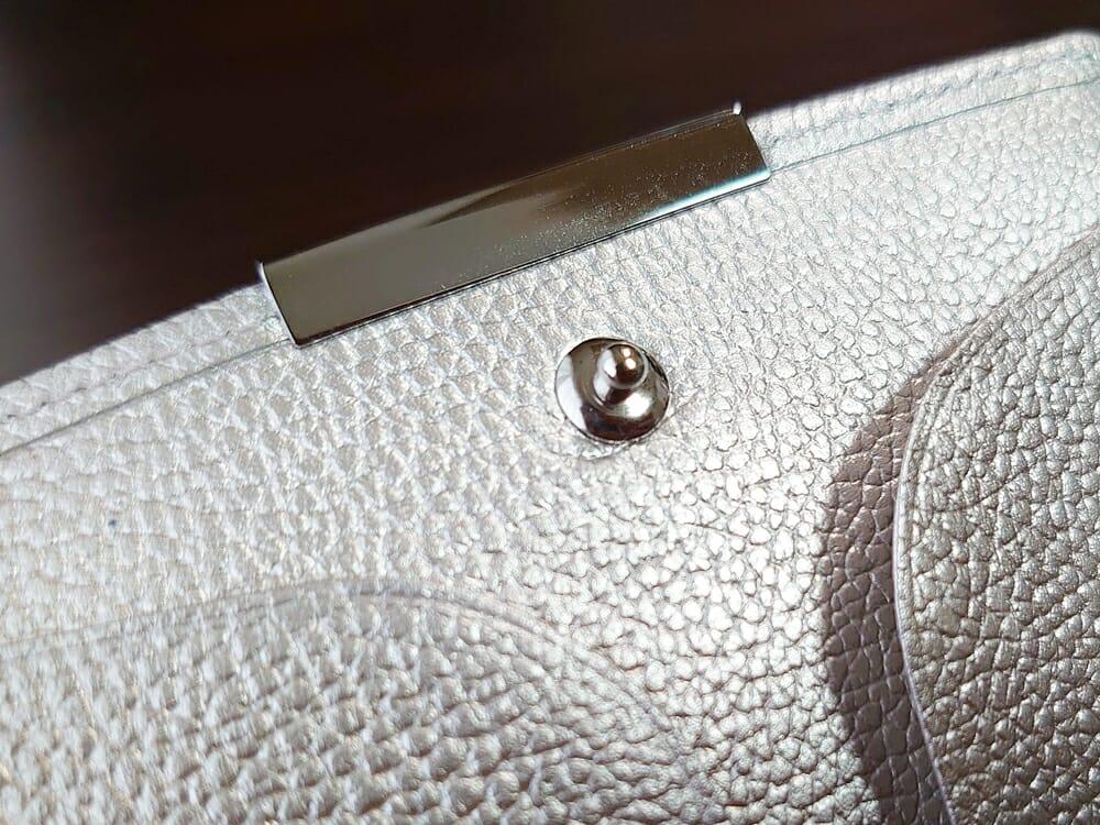 山藤 YAMATOU マルチパーパス サファイアシュリンク SS210500 シーシェルピンク レディース財布 内装デザイン スナップボタン4