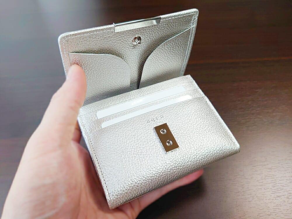 山藤 YAMATOU マルチパーパス サファイアシュリンク SS210500 シーシェルピンク レディース財布 実際の使い心地と感想
