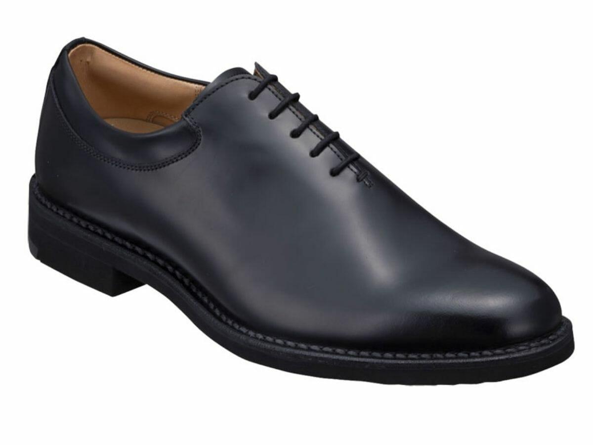 カジュアルコーデに向かない革靴 ホールカット