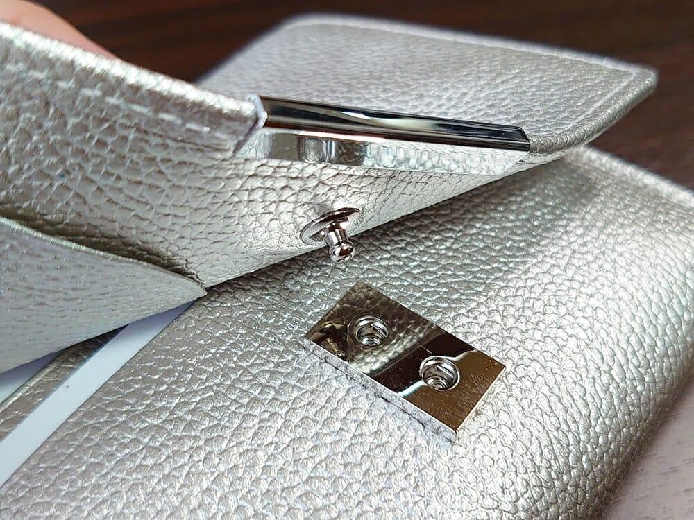 山藤 YAMATOU マルチパーパス サファイアシュリンク SS210500 シーシェルピンク レディース財布 開閉しやすい2段階のスナップボタン