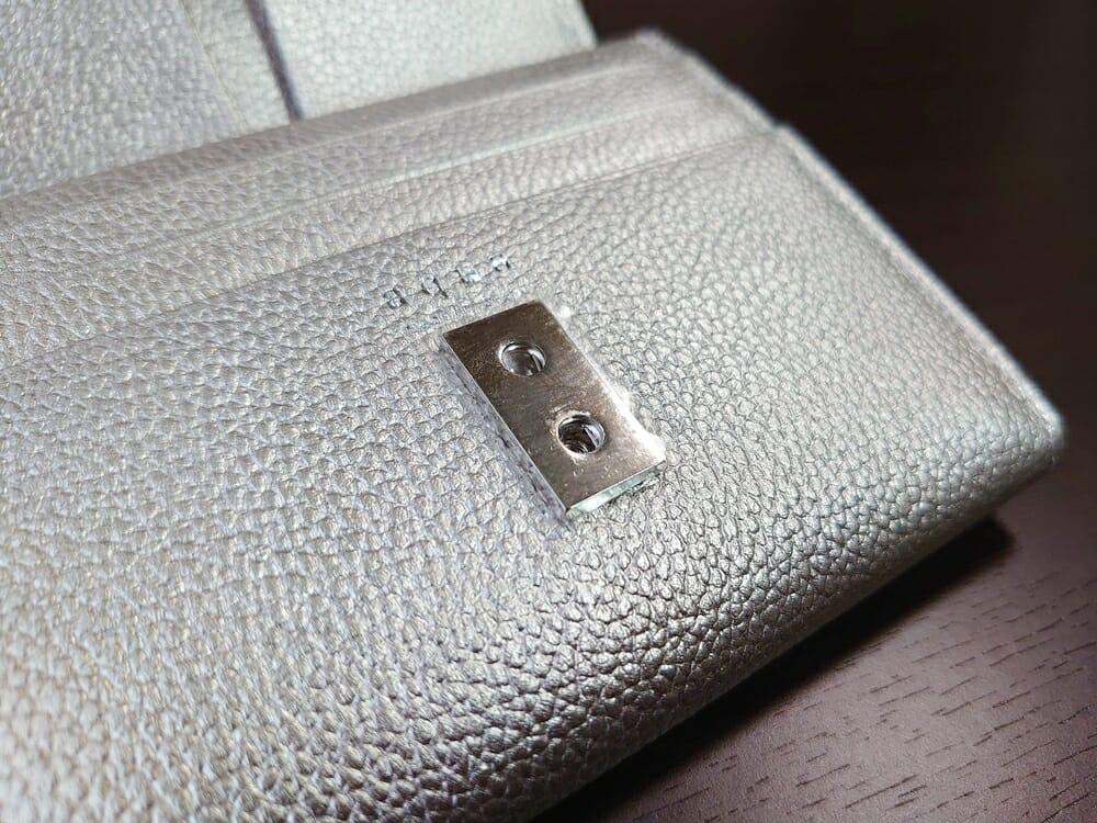 山藤 YAMATOU マルチパーパス サファイアシュリンク SS210500 シーシェルピンク レディース財布 内装デザイン スナップボタン1