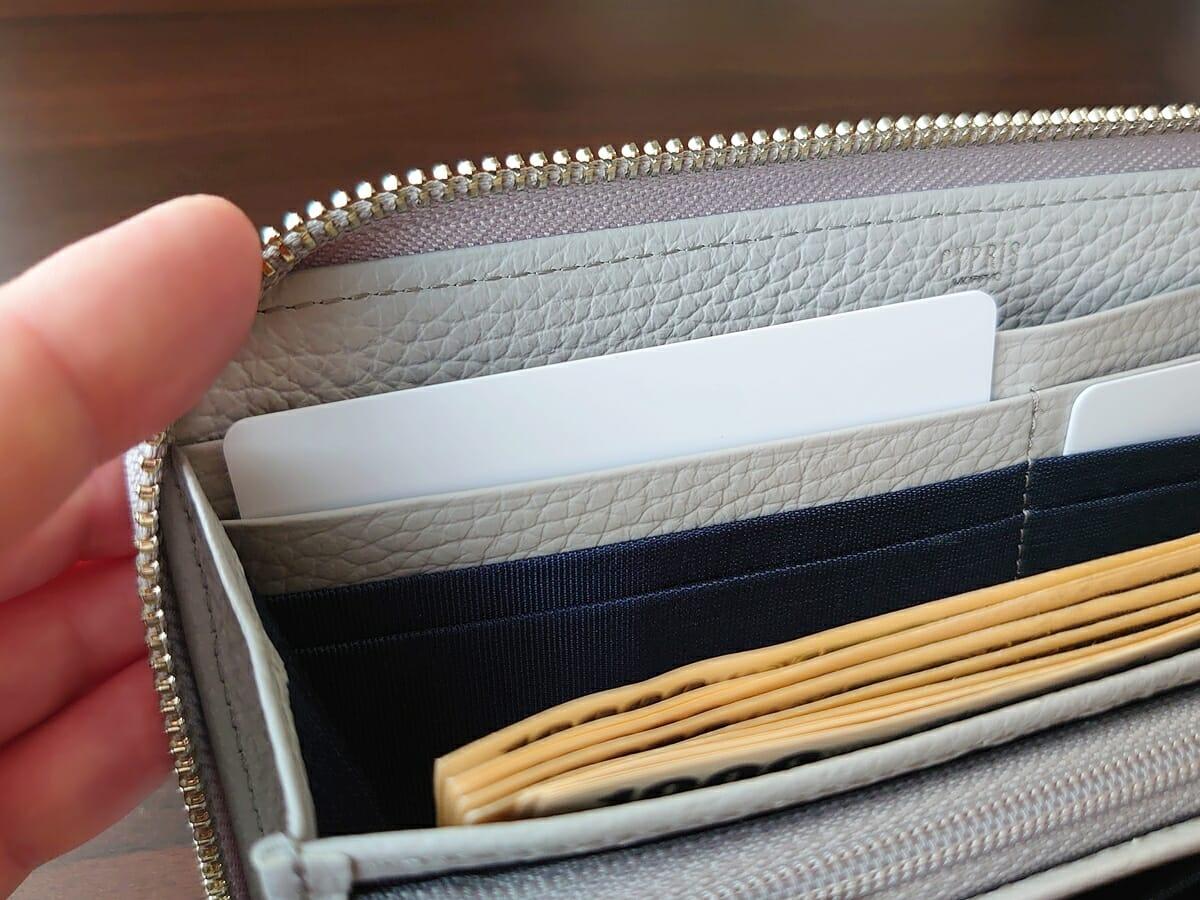 キプリス(CYPRIS)ラウンドファスナーハニーセル長財布(カスタムオーダー)カード入れの使い心地(札入れ側)1
