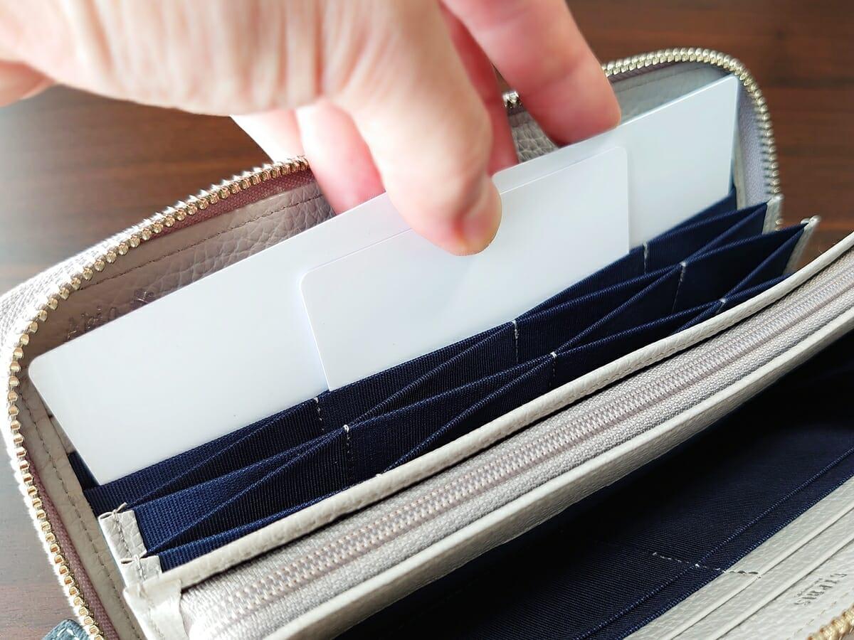 キプリス(CYPRIS)ラウンドファスナーハニーセル長財布(カスタムオーダー)ハニーセルカード入れの使い心地 カードをまとめて取り出せる