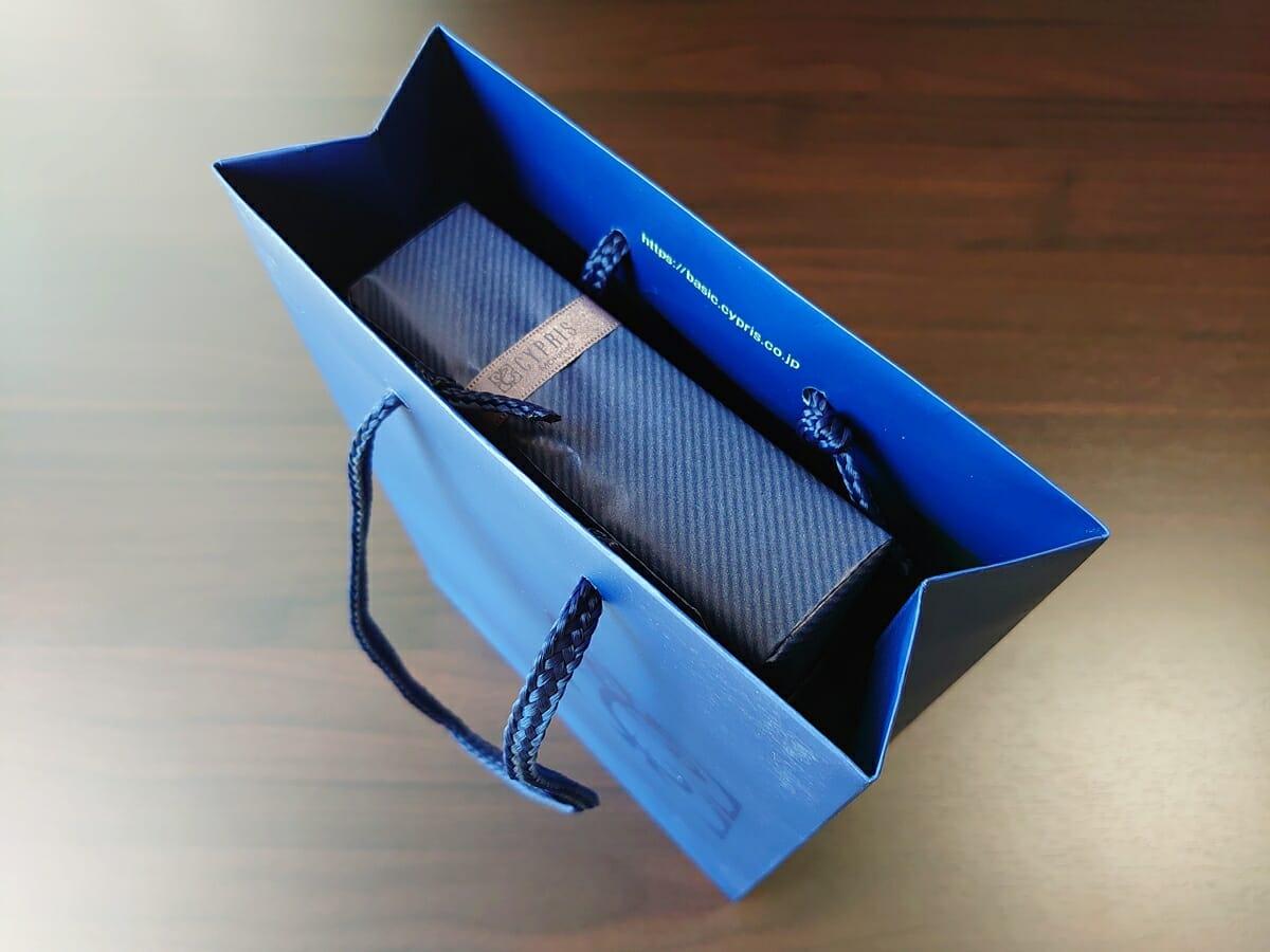 キプリス(CYPRIS)ラウンドファスナーハニーセル長財布(カスタムオーダー)ギフト包装 パッケージング ショップ袋 サイズ感2