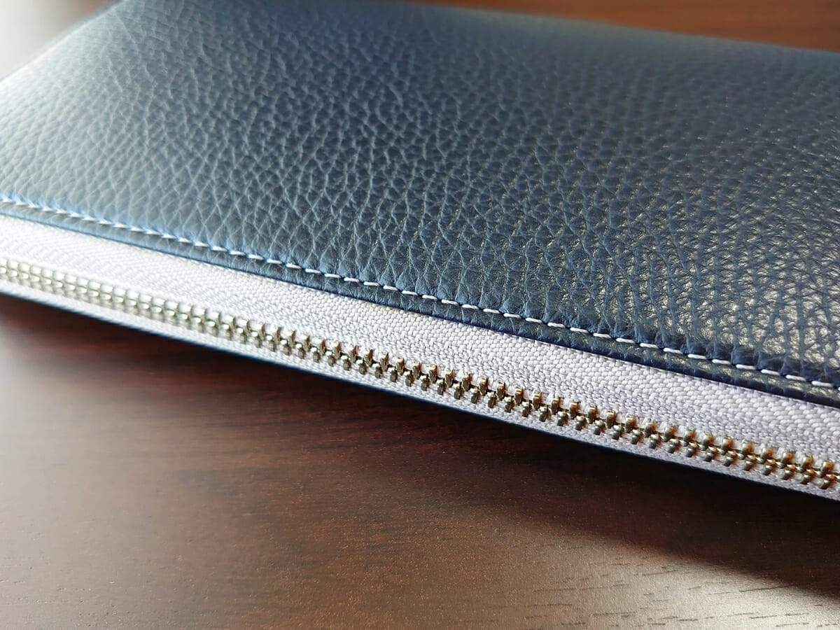 キプリス(CYPRIS)ラウンドファスナーハニーセル長財布(カスタムオーダー)イタリアン製シュリンク型押しレザーの質感3