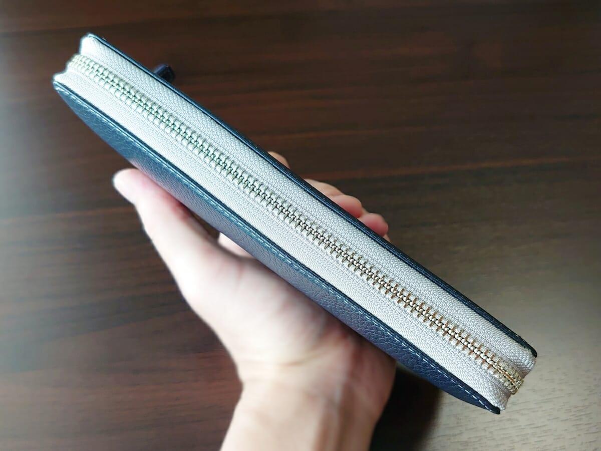 キプリス(CYPRIS)ラウンドファスナーハニーセル長財布(カスタムオーダー)お金とカードを入れた状態 財布全体の厚み4