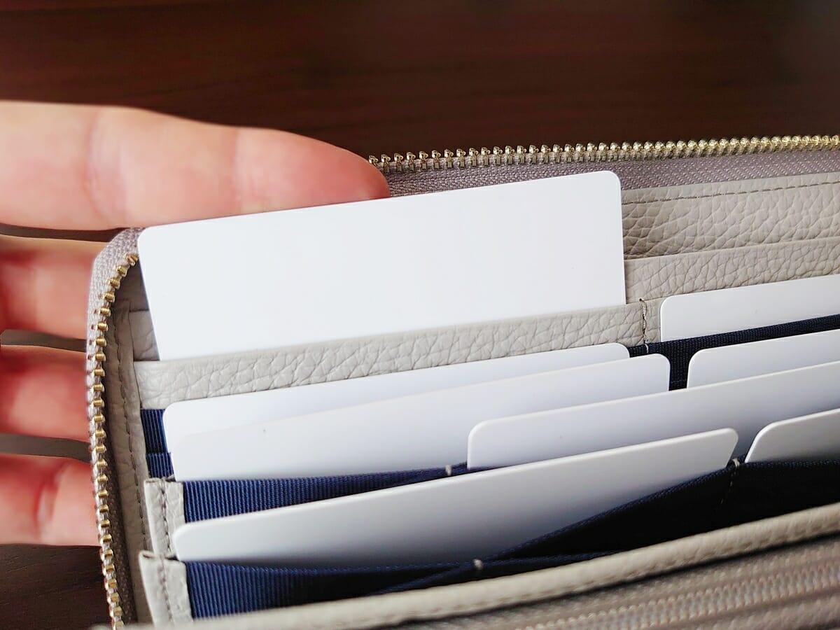 キプリス(CYPRIS)ラウンドファスナーハニーセル長財布(カスタムオーダー)カード入れの使い心地(ハニーセル側)2